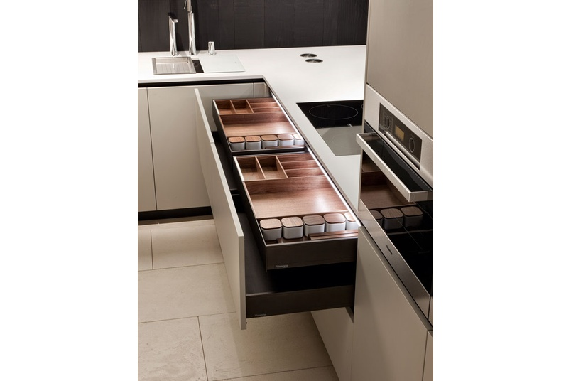 The simplicity of Alea is underlined by the absence of handles.