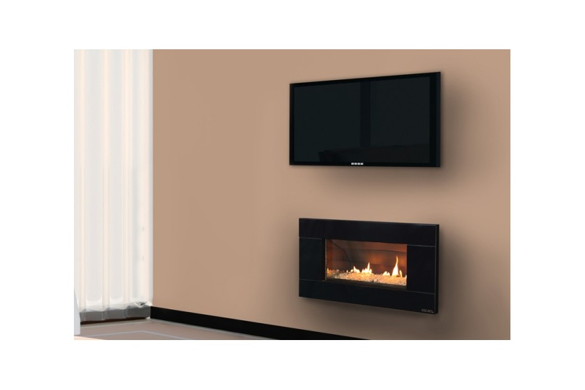 Escea ST900 gas fireplace (Volcanic Black Ferro fascia and Transparent Crystalight fuel bed).