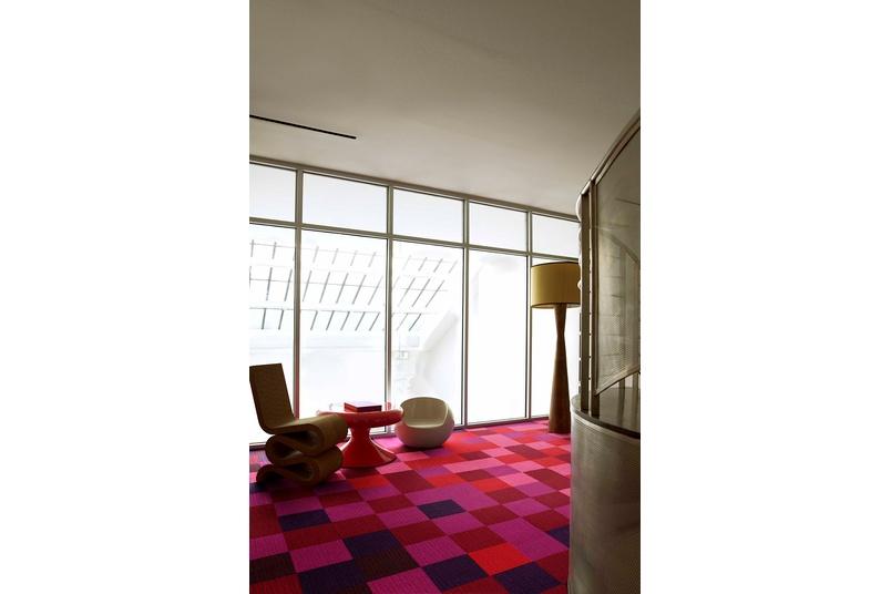 Monochrome carpet tile