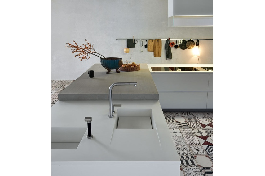 The Matrix kitchen is targeted towards a public looking for a minimalist-contemporary style kitchen.