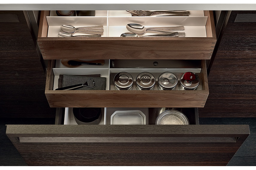 The fully integrated handle represents the most characteristic element of the Minimal kitchen.