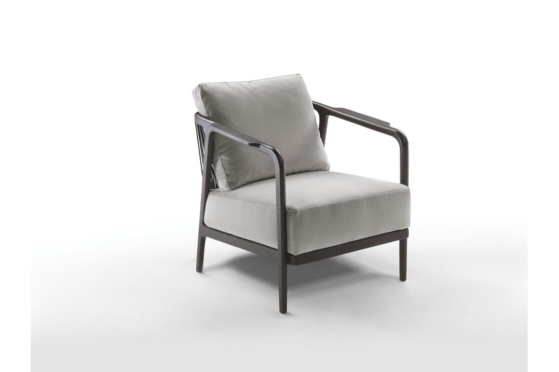 The Chrono armchair has removable fabric or leather covers.