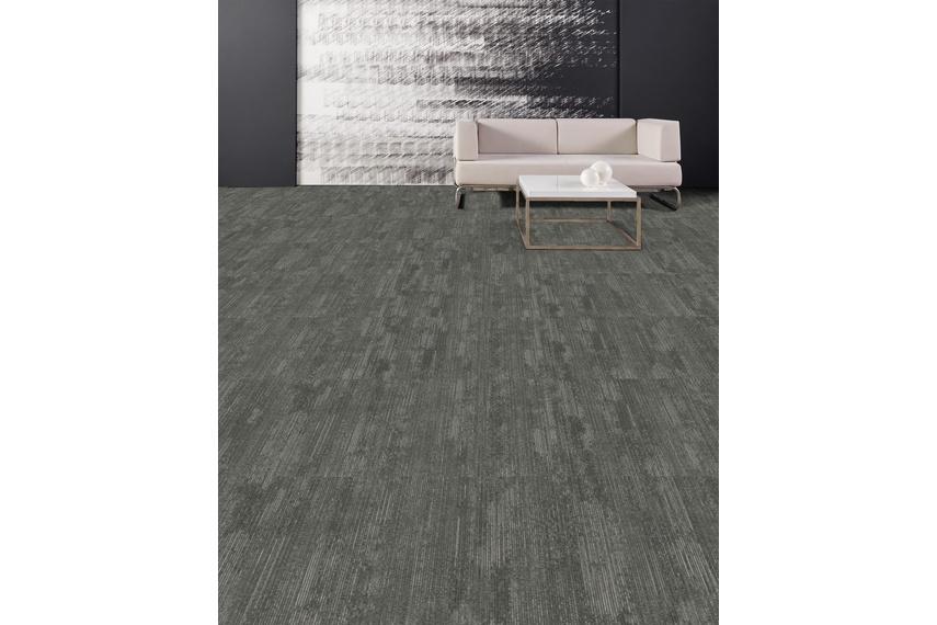 Dynamic carpet tile – Freely flowing, dynamic dry brush.