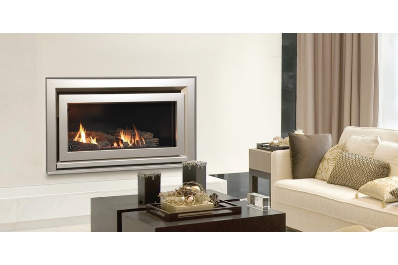Escea DL850 Gas Fireplace (Titanium Silver Rado Fascia And Log Fuel Bed).