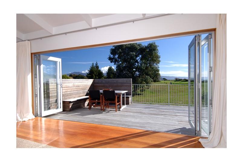 Bifolds maximise indoor/outdoor flow