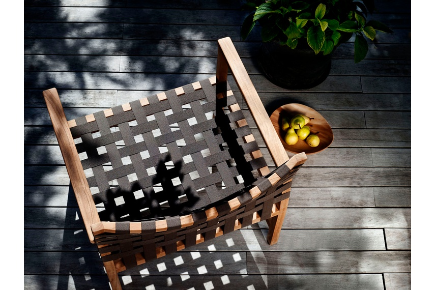The Vis à Vis outdoor wooden furniture collection.