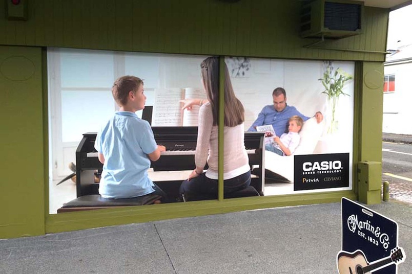 Piano traders window