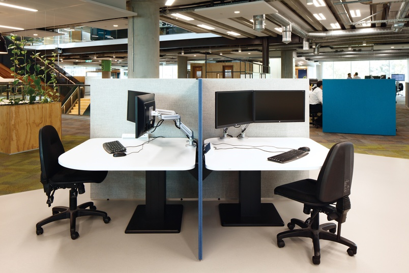 Shift Single tables (height adjustable only) with Divide screens.