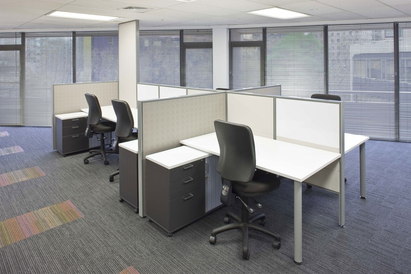 Internal power and data cabling ducts simplify the workplace and deliver a clean, contemporary look