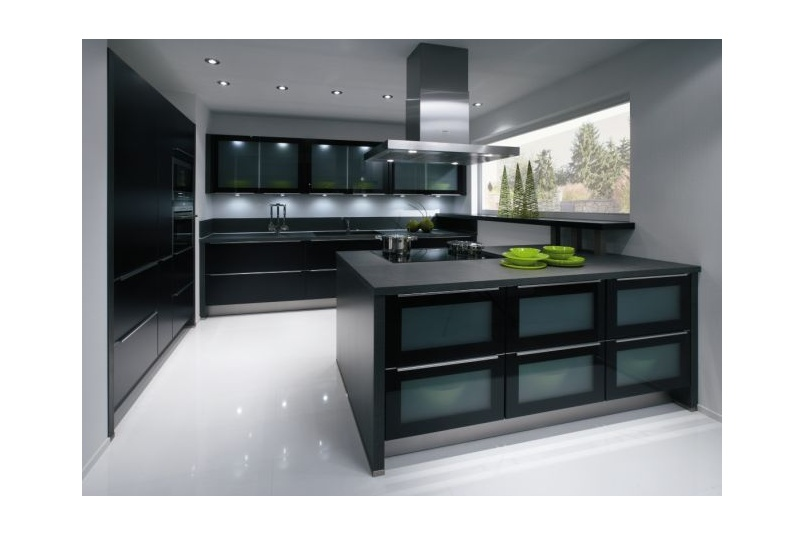 The Primo Black gloss kitchen with laminate bench, glass fronted drawers add a creative display
