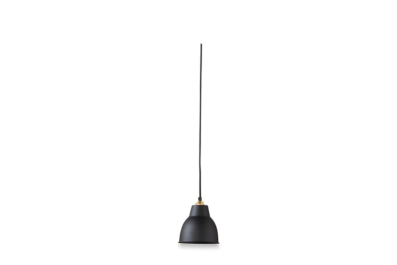 Courbe pendant in black.